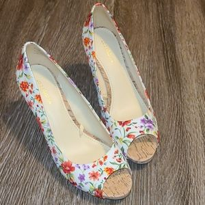 Liz Claiborne Floral White Gable Peep Toe Heels